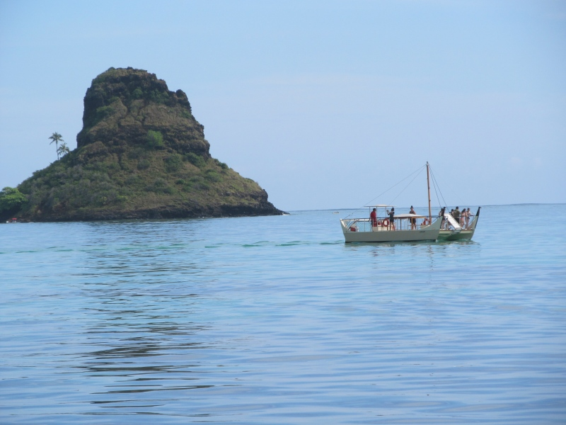 Sailing to Chinaman's Hat in Kualoa